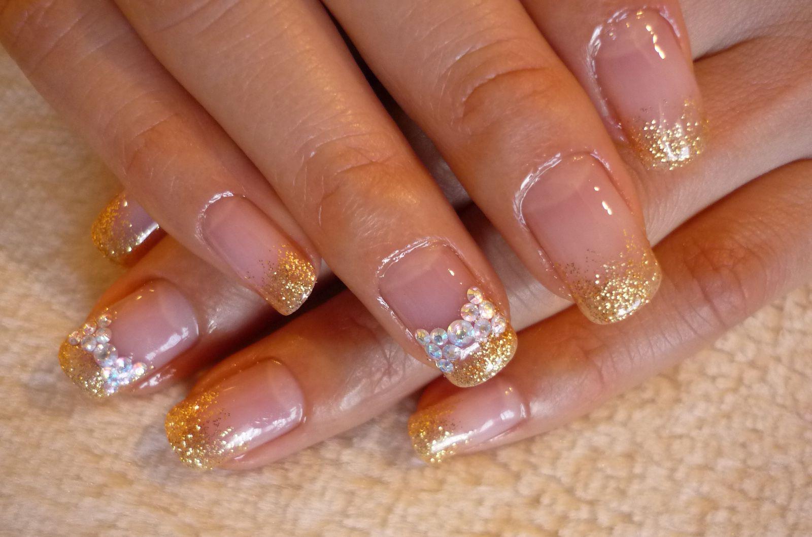 Нарощенные ногти фото золото