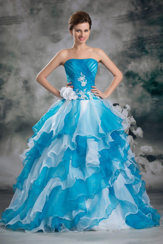 Свадебное платье в классическом, «бальном» стиле. Пышная юбка с множеством оборок белого и голубого цветов, корсетный лиф без лямок, украшенный вышивкой