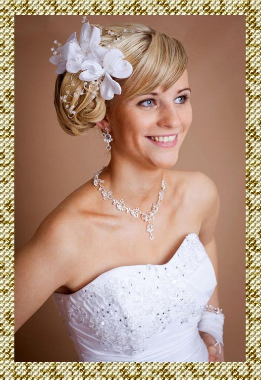 Свадебная прическа с шиньонами