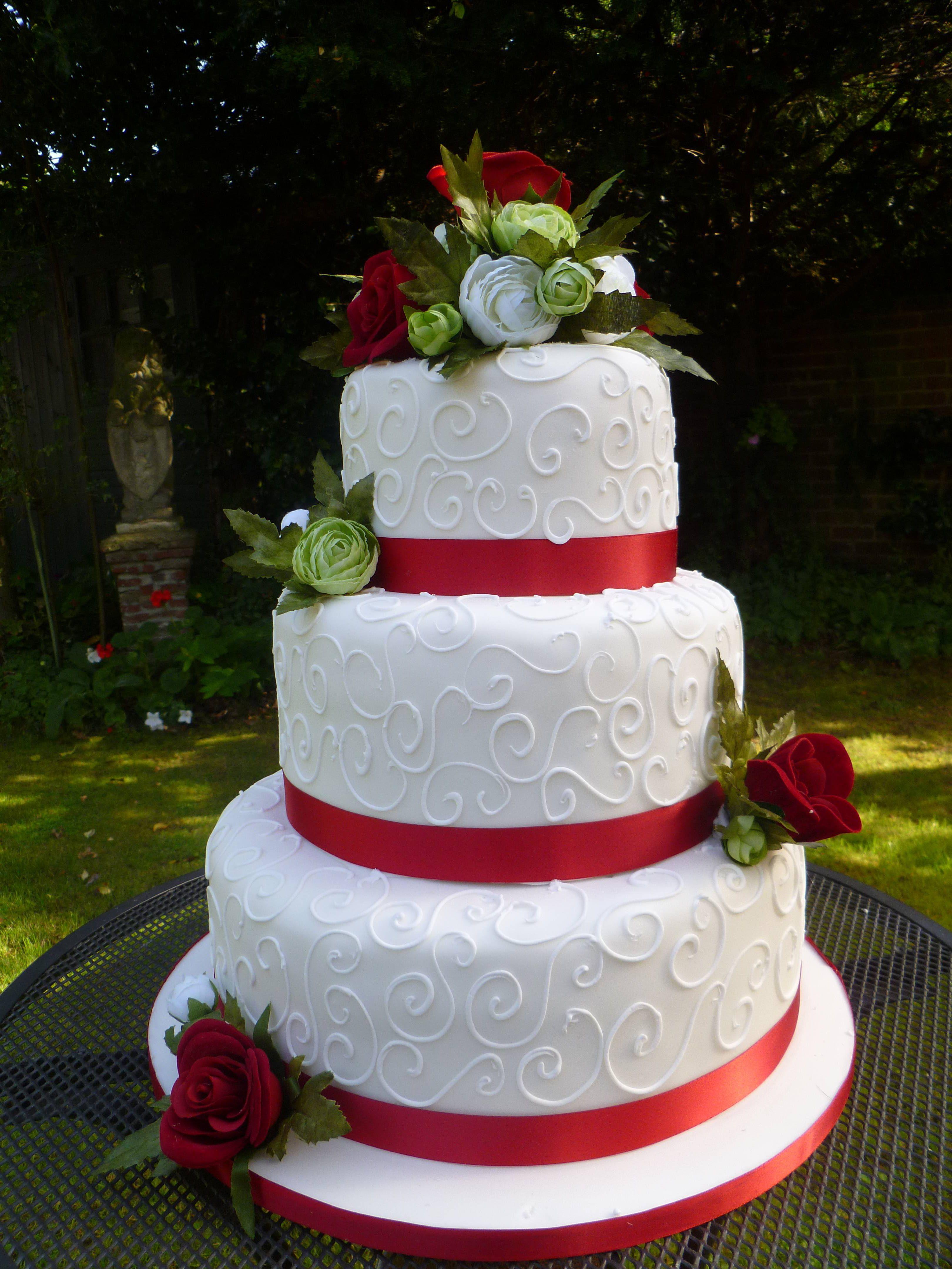 Торт на свадьбу с красным фото